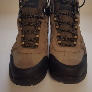 Mens hiking boot NEW